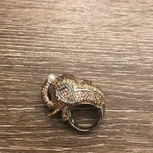 Jewelry - Crystal elephant ring